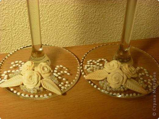 Вот такие свадебные бокалы у меня получились!Пока не покрыты лаком,но терпения не хватило и я выкладываю фото))) фото 4
