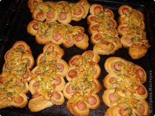 Сосиски в тесте с сыром и майонезом