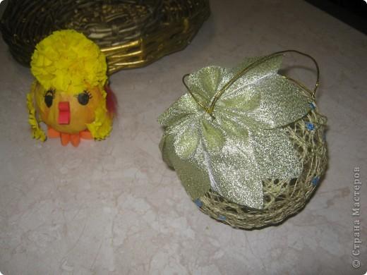 Цыпленок и новогодний шарик