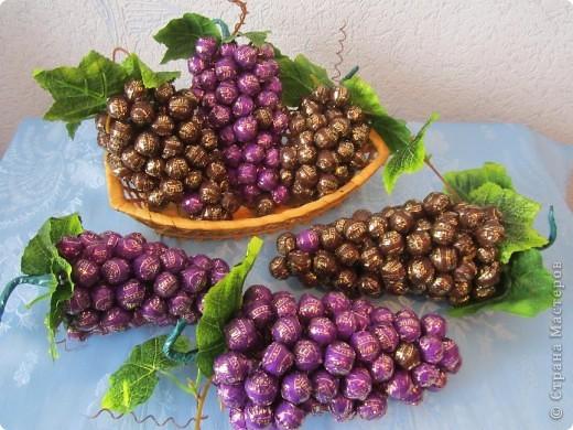 В преддверии женского праздника приготовила такие скромные презентики. Виноград - это одна из древнейших культур, возделываемых человеком, кладезь витаминов и минералов, плоды винограда полезны и очень вкусны. В большинстве южных регионов к винограду относятся очень трепетно, выделяя под посадку южные, более теплые и прогреваемые солнцем склоны фото 1