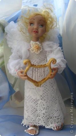 Появилась у меня такая девочка-ангелочек=) Сделана из запекаемого пластика на каркасе.  Около 24 см.. фото 2