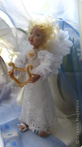 Появилась у меня такая девочка-ангелочек=) Сделана из запекаемого пластика на каркасе.  Около 24 см.. фото 3