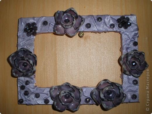 Фоторамка Фиолет №2.(Фото 050) обтянута тканью,украшена цветами из ракушки,радужным бисером,сваровски,для фото 10х15 см. фото 6
