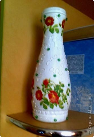 Хотела обклеить эту бутылочку нитками, но вчера купила новые салфетки с цветочками(похоже-это цветы шиповника) и решила их срочно применить . фото 6