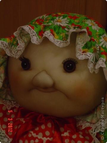 Вот такого мега-пупса сваяла я по распоротым выкройкам старой тряпичной куклы. Лицо изменила на свой вкус. Кажется,  так получилось забавнее. А как Вам? фото 3