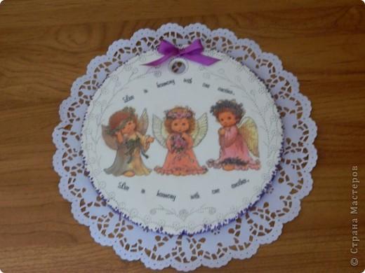 Моей подружке очень понравились ангелочки и она заказала мне на 8 Марта досочку, украшенную этими милыми созданиями. фото 1