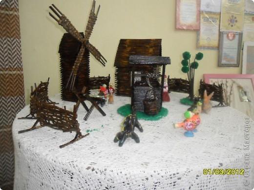 Деревенька. Стоит в детской школе искусств. Всё сделано мамочкиными золотыми ручками. У нас уже династия. фото 7