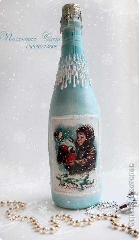 Здравствуйте, дорогие Мастерицы!Несколько дней назад зарегистрировалась на этом Сайте, поэтому только сейчас выкладываю свои работы. Это моя первая бутылка и свечка в этой технике. Тяжело мне далась эта бутылка! Доделывала, переделывала! Снежинки - это лепка из пластики. фото 5