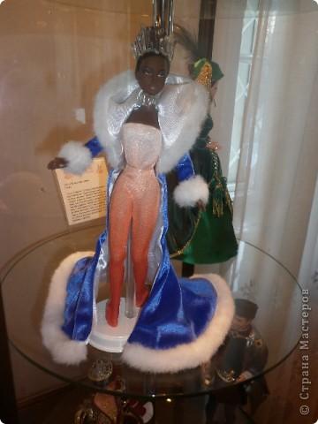 Недавно побывали с сынулей на выставке, делимся с вами. Куклы барби эксклюзивные выпуски по несколько штук партия фото 4