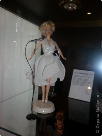 Недавно побывали с сынулей на выставке, делимся с вами. Куклы барби эксклюзивные выпуски по несколько штук партия фото 10