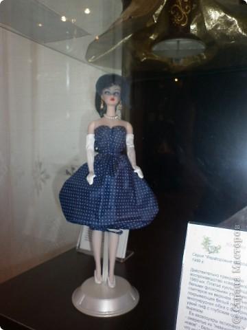 Недавно побывали с сынулей на выставке, делимся с вами. Куклы барби эксклюзивные выпуски по несколько штук партия фото 14