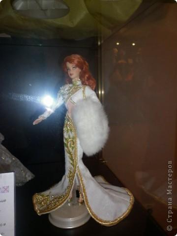 Недавно побывали с сынулей на выставке, делимся с вами. Куклы барби эксклюзивные выпуски по несколько штук партия фото 15
