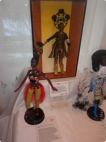 Недавно побывали с сынулей на выставке, делимся с вами. Куклы барби эксклюзивные выпуски по несколько штук партия фото 17