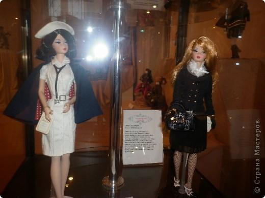 Недавно побывали с сынулей на выставке, делимся с вами. Куклы барби эксклюзивные выпуски по несколько штук партия фото 26