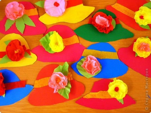 Шляпки-открытки для мам приготовили ребята 5-5,5 лет. Цветы из мокрой бумаги. фото 1