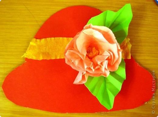 Шляпки-открытки для мам приготовили ребята 5-5,5 лет. Цветы из мокрой бумаги. фото 2