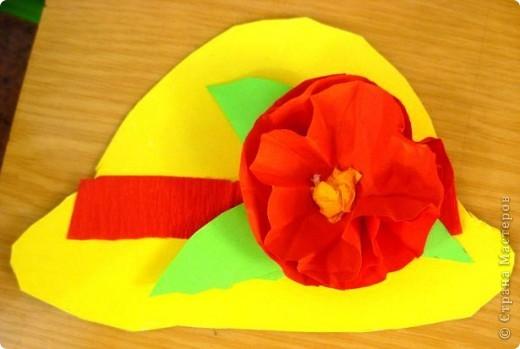 Шляпки-открытки для мам приготовили ребята 5-5,5 лет. Цветы из мокрой бумаги. фото 3