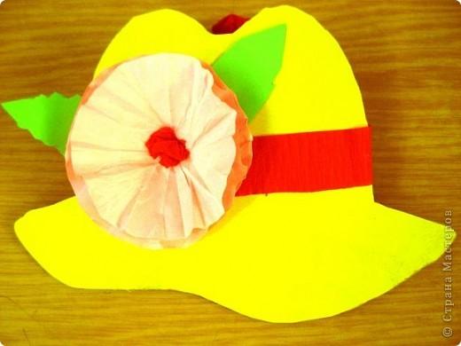 Шляпки-открытки для мам приготовили ребята 5-5,5 лет. Цветы из мокрой бумаги. фото 4