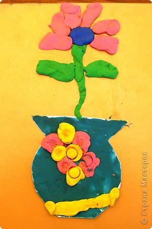 Шляпки-открытки для мам приготовили ребята 5-5,5 лет. Цветы из мокрой бумаги. фото 7
