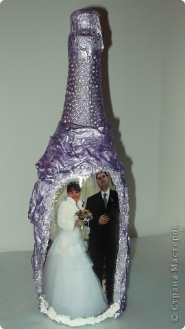 Бутылка с бокалами на годовщину свадьбы. фото 2