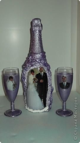 Бутылка с бокалами на годовщину свадьбы. фото 1