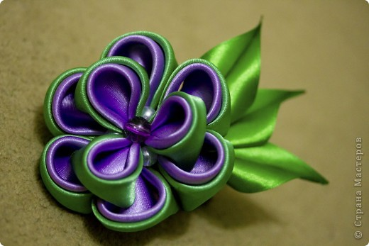 я сделала этот цветок на 3-й день после моего первого знакомства с канзаши )  фото 1
