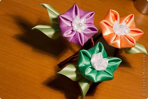 я сделала этот цветок на 3-й день после моего первого знакомства с канзаши )  фото 6