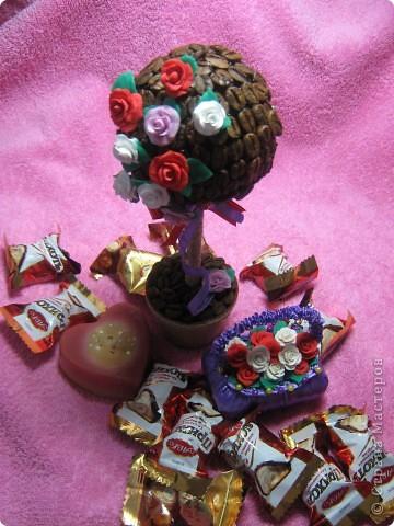 Я только что с почты,забрала посылочку из Ижевска,от Наташеньки https://stranamasterov.ru/user/67448 ....Тут и кофейное деревце,и корзиночка с розочками,и свечечка,и вкуснючие конфеты.Детвора,сказали,что ты отгадала их вкусы,и прислала самые любимые сладости.Так что от них тебе передаю большое спасибо.А уж от себя так просто огромное!!! фото 1