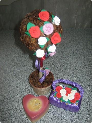 Я только что с почты,забрала посылочку из Ижевска,от Наташеньки https://stranamasterov.ru/user/67448 ....Тут и кофейное деревце,и корзиночка с розочками,и свечечка,и вкуснючие конфеты.Детвора,сказали,что ты отгадала их вкусы,и прислала самые любимые сладости.Так что от них тебе передаю большое спасибо.А уж от себя так просто огромное!!! фото 3