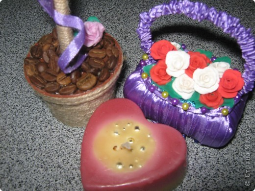 Я только что с почты,забрала посылочку из Ижевска,от Наташеньки https://stranamasterov.ru/user/67448 ....Тут и кофейное деревце,и корзиночка с розочками,и свечечка,и вкуснючие конфеты.Детвора,сказали,что ты отгадала их вкусы,и прислала самые любимые сладости.Так что от них тебе передаю большое спасибо.А уж от себя так просто огромное!!! фото 4