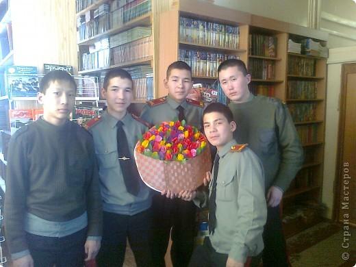"""Вот такую открытку мои мальчишки сделали для всех женщин нашей школы! Розы делали по мк """"Миллион роз"""" Татьяны Просняковой. фото 1"""