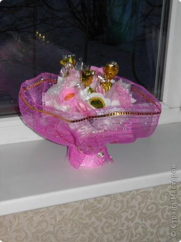 Подарочки к 8 марта букеты из конфет фото 2
