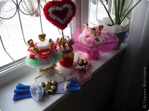 Подарочки к 8 марта букеты из конфет фото 4