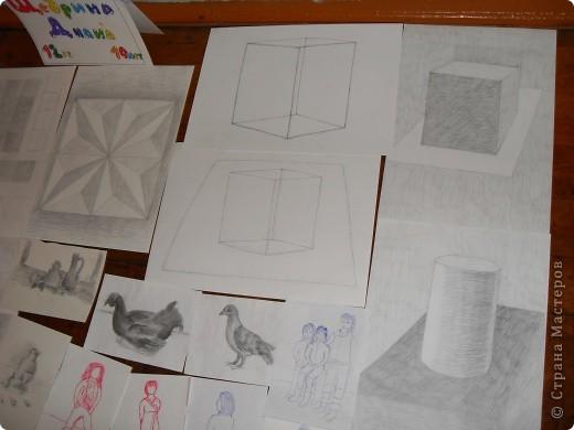 Это картины выполненные карандашом и углём(есть 2 выполненные фломастеом и несколько ручкой). фото 2