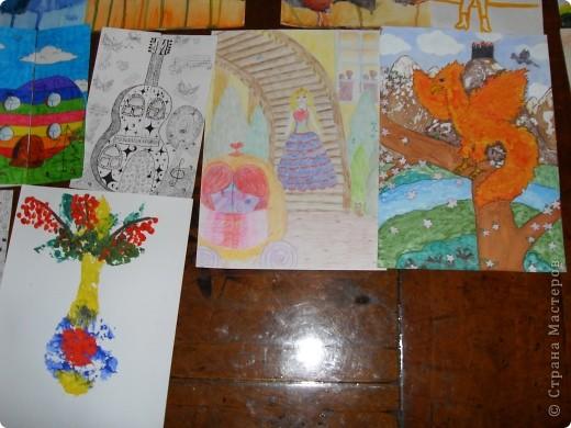 Это картины выполненные карандашом и углём(есть 2 выполненные фломастеом и несколько ручкой). фото 8
