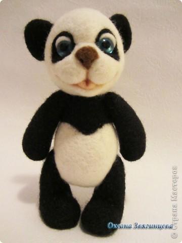 Очень люблю панд. Представляю вам одного из моих медвежат.Коврик авторский. Все лапки подвижные. фото 6