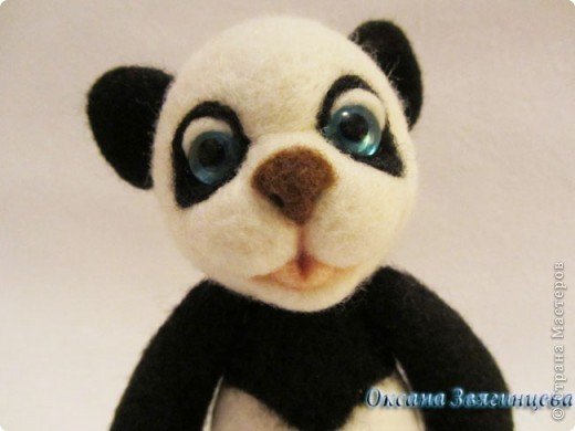 Очень люблю панд. Представляю вам одного из моих медвежат.Коврик авторский. Все лапки подвижные. фото 5