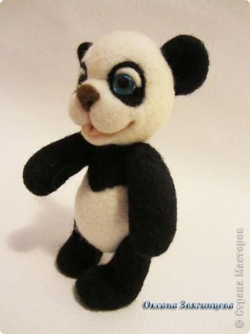 Очень люблю панд. Представляю вам одного из моих медвежат.Коврик авторский. Все лапки подвижные. фото 4