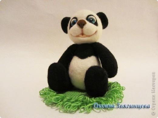 Очень люблю панд. Представляю вам одного из моих медвежат.Коврик авторский. Все лапки подвижные. фото 2
