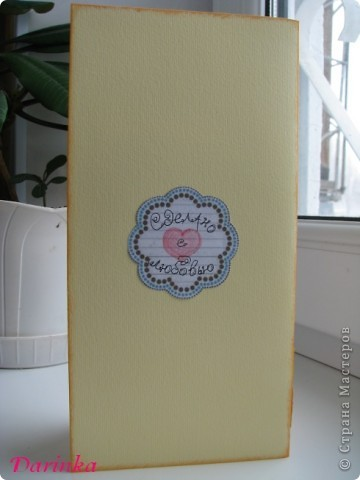 Приветствую всех,кто зашёл в гости!!!! Для сестрёнки придумалась такая вот открытка к 8 Марта! Квиллинговые открытки у неё есть,захотелось сделать что-то другое.И получилось вот что... фото 4