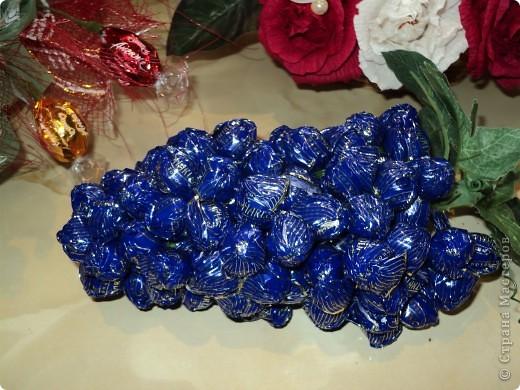 Много букетов из конфет. фото 6