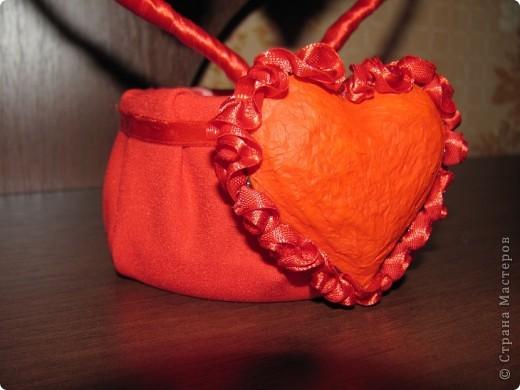 """Изначально собиралась сделать из обрезков салфетки магнитики в виде сердечек, но в итоге получилось """"Сердечное дерево"""" в форме сердца.  фото 4"""