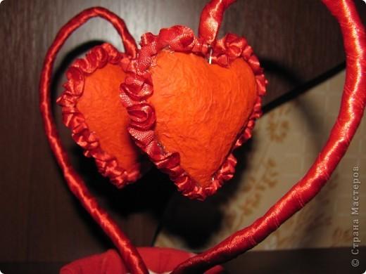 """Изначально собиралась сделать из обрезков салфетки магнитики в виде сердечек, но в итоге получилось """"Сердечное дерево"""" в форме сердца.  фото 3"""
