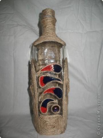 Бутылка обклеена шпагатом, акрилом нарисованные перышки и покрытые лаком. фото 1