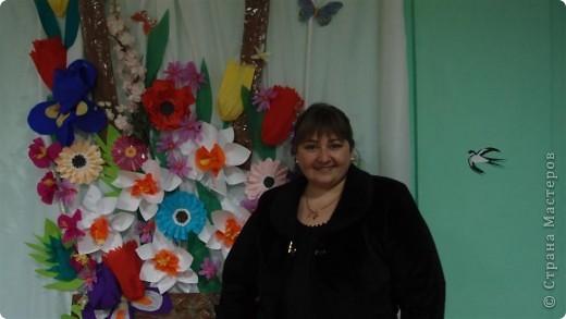 Вот так была украшена сцена к празднику 8 марта. фото 3