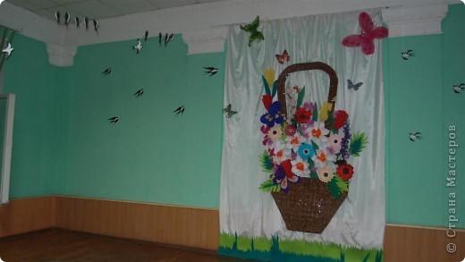Вот так была украшена сцена к празднику 8 марта. фото 1