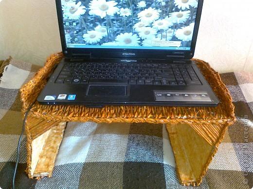 Вот такой столик под ноутбук я соорудила, чтобы ставить его на ноги, когда сижу перед телевизором, или в постель, чтобы смотреть фильмы онлайн. фото 12