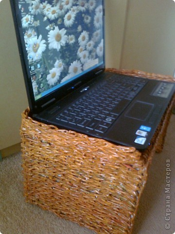 Вот такой столик под ноутбук я соорудила, чтобы ставить его на ноги, когда сижу перед телевизором, или в постель, чтобы смотреть фильмы онлайн. фото 13