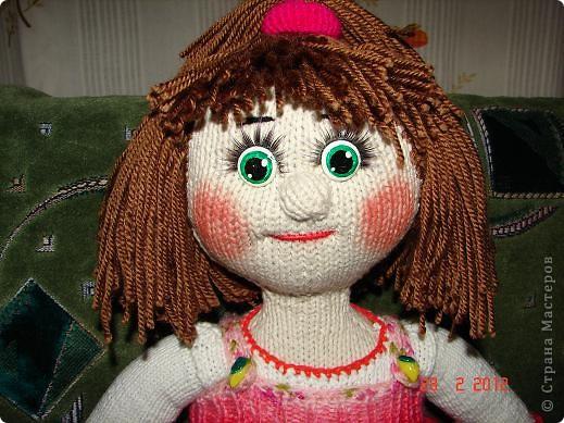 """Мня ,недавно, попросили связать куклу ко дню рождения  маленькой девочки.Я долго думала ,ну какую куклу можно связать годовалому ребенку,а потом заметила с каким интересом мой младший сыночек смотрит мультфильм """"Маша и медведь""""(ему тоже недавно исполнился годик).В результате связалась вот такая Маша.  фото 4"""