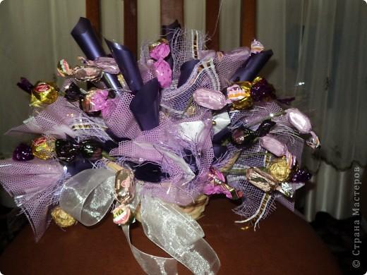 Много букетов из конфет. фото 7